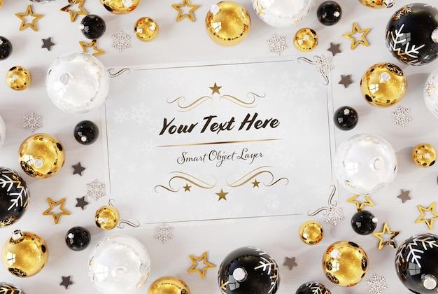 Рождественская открытка на белой поверхности с рождественскими украшениями макет