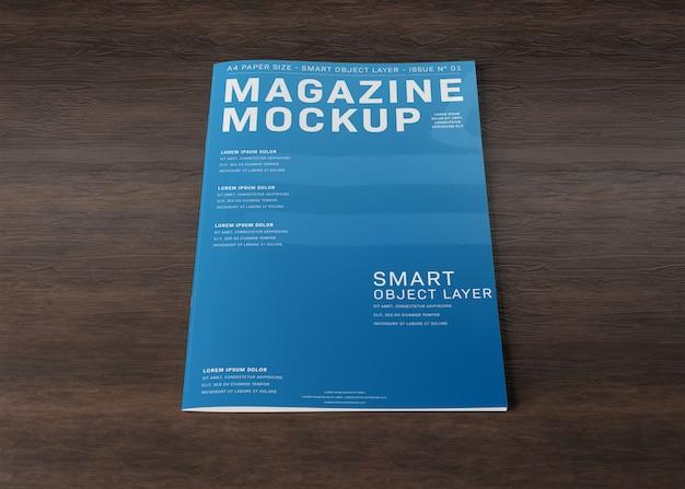 Обложка журнала на деревянной поверхности макет