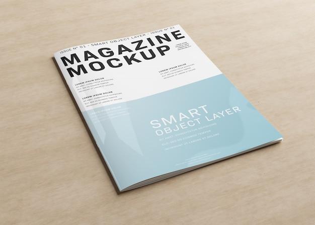 木製の表面の雑誌の表紙モックアップ