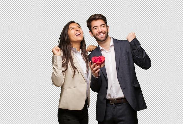 Молодая пара в день святого валентина, который не сдается