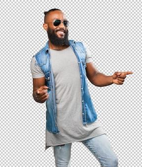 Черный человек танцует