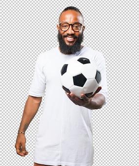 サッカーボールを保持している黒人男性