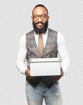 ボックスを持つビジネス黒人男性