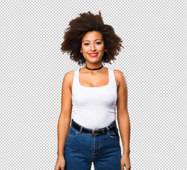 Молодая черная женщина стоя