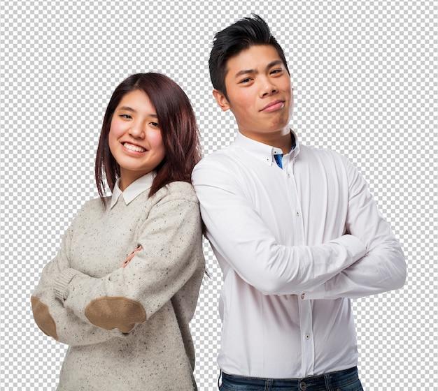 冗談を言っている中国のカップル