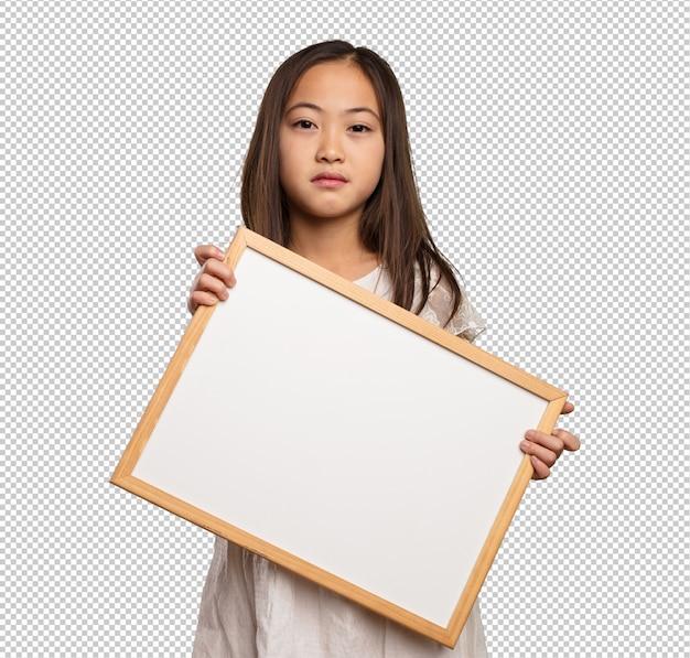 空白のプラカードを保持している中国の少女