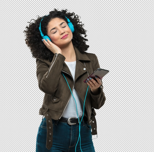 音楽を聴く若い女性