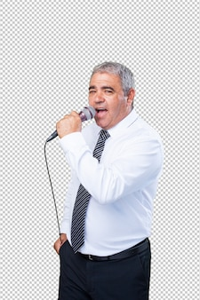 Зрелый мужчина поет