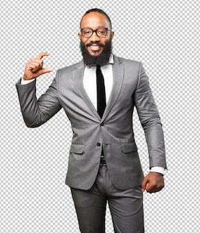Бизнес черный человек показывает размеры