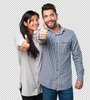 ジェスチャーを親指をしている若いカップル