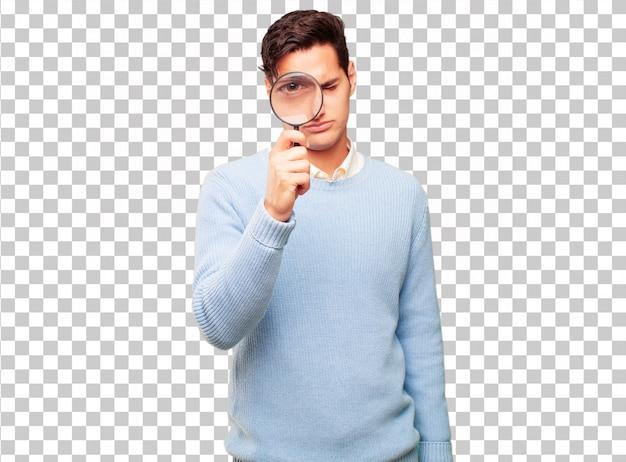 虫眼鏡で若いハンサムな日焼け男