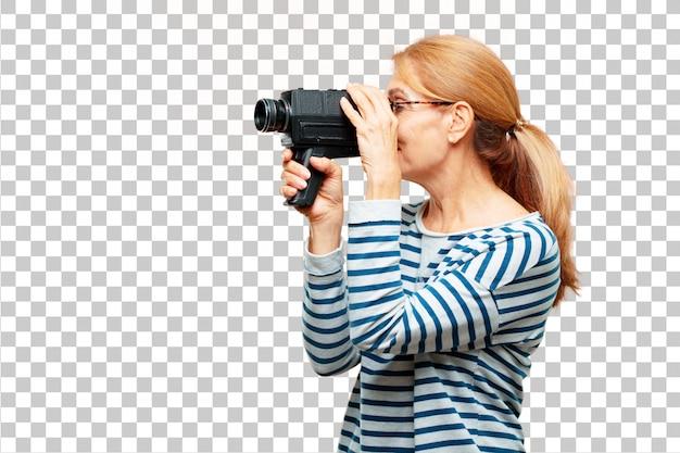 ビンテージシネマカメラを持つシニアの美しい女性