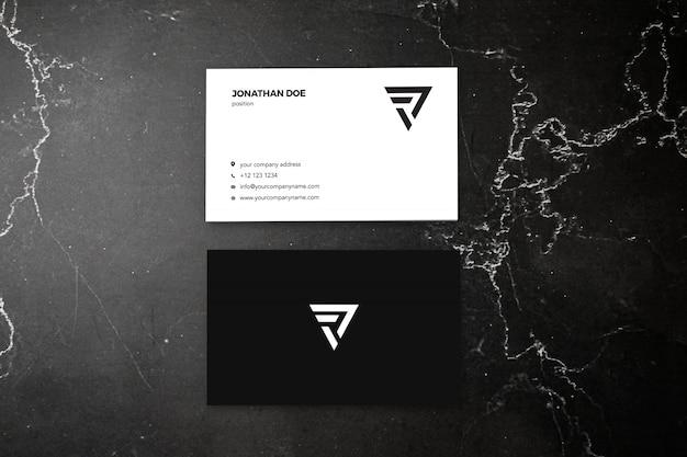Темно-мраморный вертикальный макет визитки