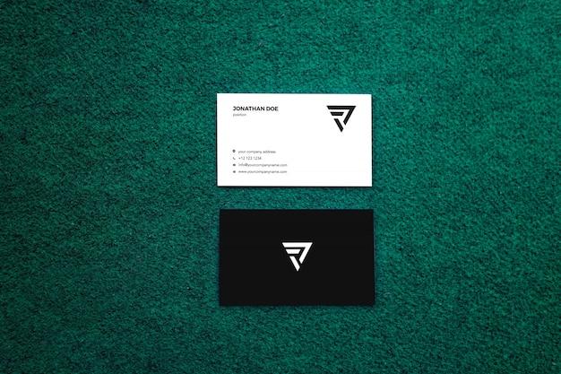 Поверхность мха, вертикальный макет визитки