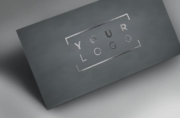Серебряный фольга логотип макет серая бумага