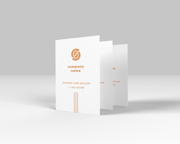 Вертикальные визитки золотой эффект макет