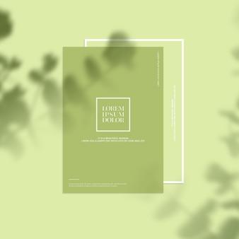葉の影と文房具のモックアップ