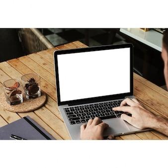ノートパソコンのモックアップデザイン