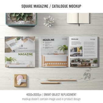 正方形の雑誌または上からの静物のカタログモックアップ