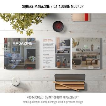 正方形の雑誌やカタログモックアップの創造的な静物