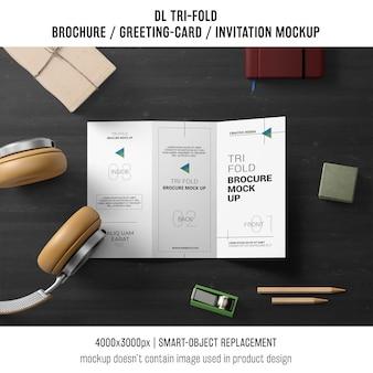Трехкратная брошюра или макет приглашения с концепцией натюрморта