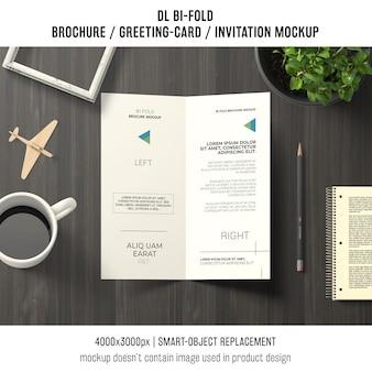 Двухкратная брошюра или макет приглашения с концепцией натюрморта