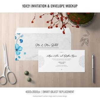 招待状と封筒のモックアップ