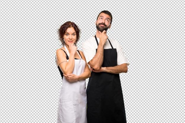 Пара поваров, думающих о идее