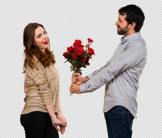 男は女の子に花をあげる