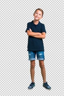 小さな男の子スタンドと見上げる