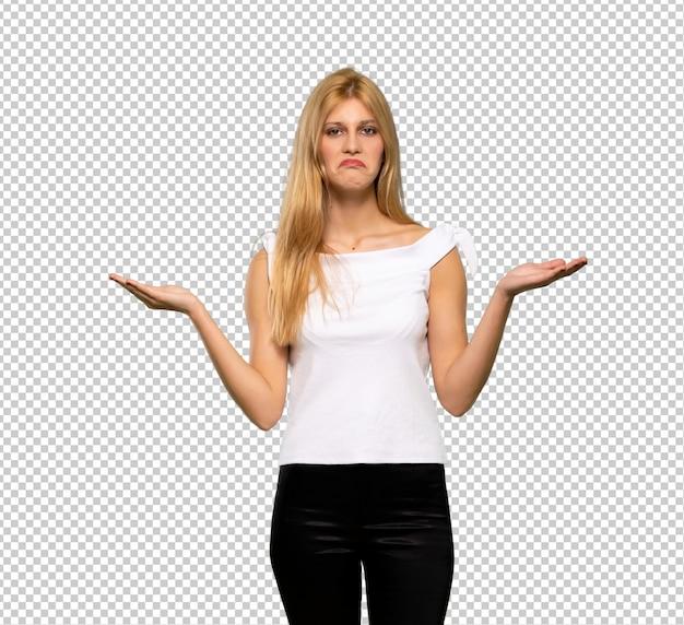 Молодая блондинка несчастна и разочарована чем-то, потому что не понимает что-то