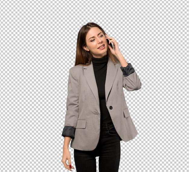携帯電話との会話を続けるビジネス女性