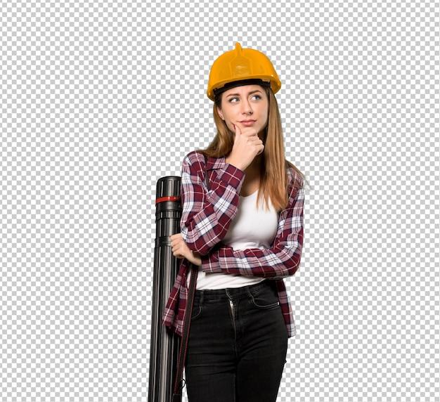 Архитектор думая женщина