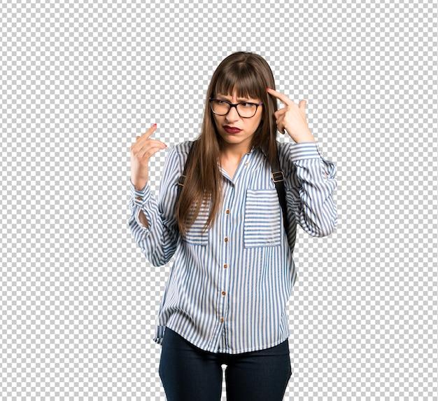 頭に指を置く狂気のジェスチャーを作るメガネの女