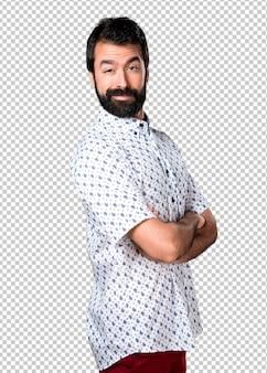 自分を誇りに思っているひげを持つハンサムなブルネット男