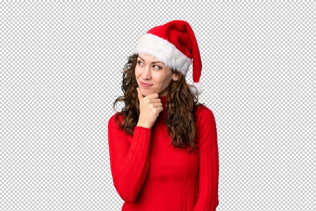 アイデアを考えてクリスマス帽子の少女