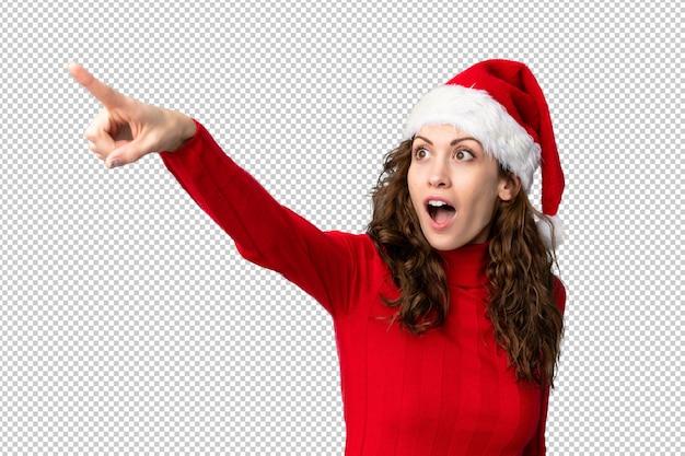 先に指しているクリスマス帽子の少女
