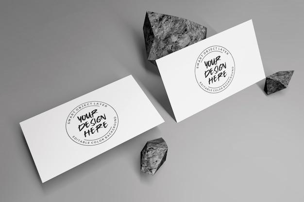 石の装飾と名刺のモックアップ