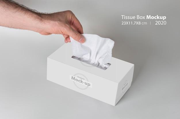灰色の白いティッシュボックスからティッシュを引っ張って男性の手