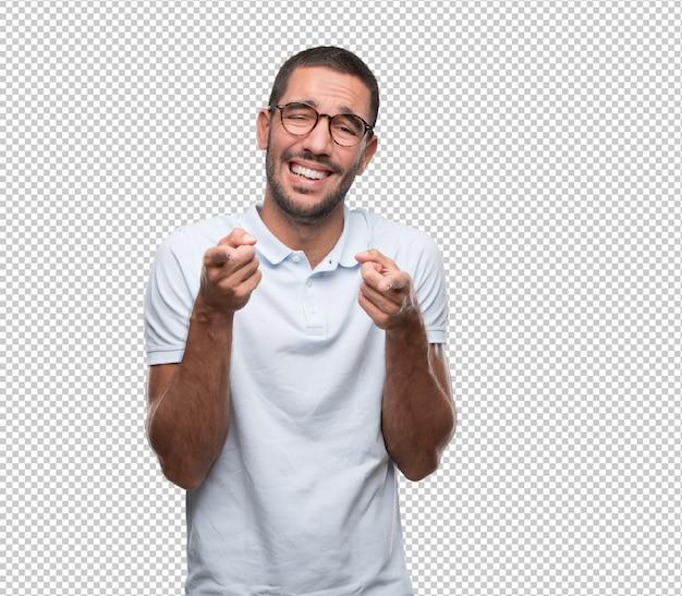 Смешной молодой человек смеется над тобой