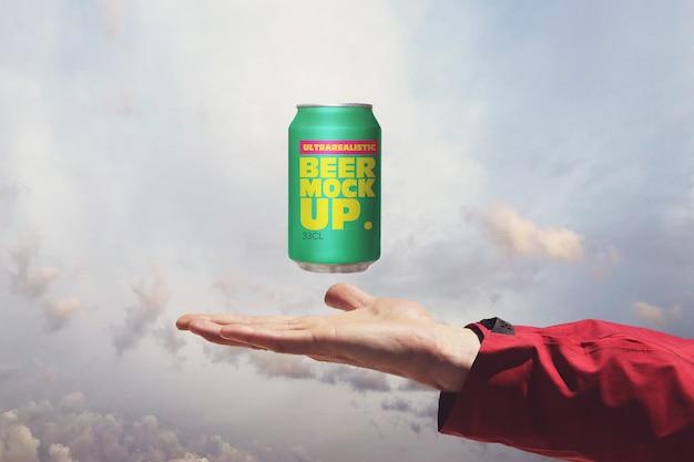 天国のビール缶のモックアップ
