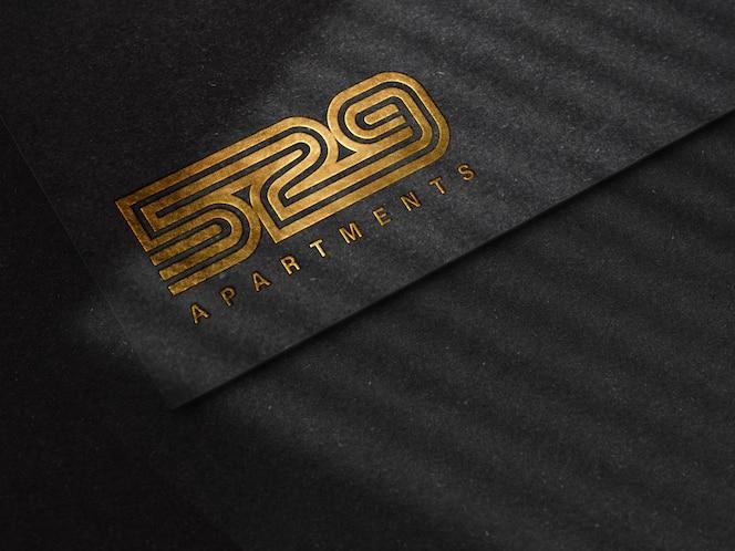 Роскошный рельефный логотип макет на черной бумаге текстуры