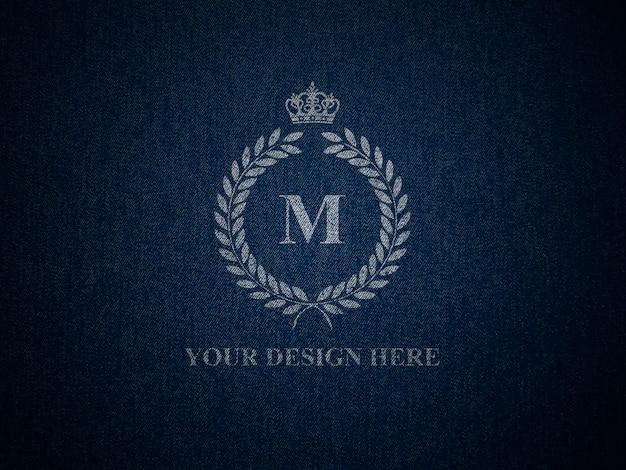 ジーンズのテクスチャのロゴのモックアップ