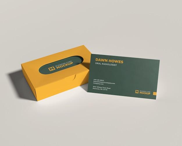 Макет визитки с желтой коробкой
