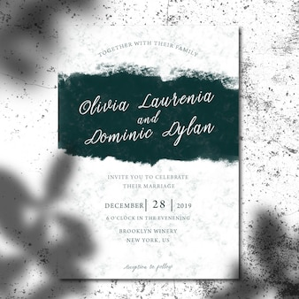 招待状やパンフレットの葉の影のモックアップ