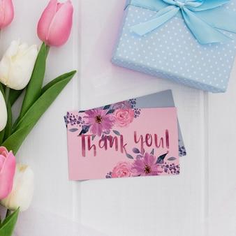 花の結婚式の招待状のモックアップ水彩画