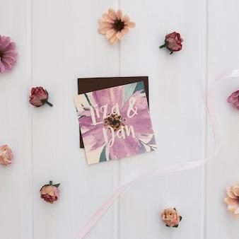 花の結婚式の招待状の正方形のモックアップ水彩画