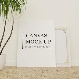 Рамка холст макет на деревянный пол с портретом завода