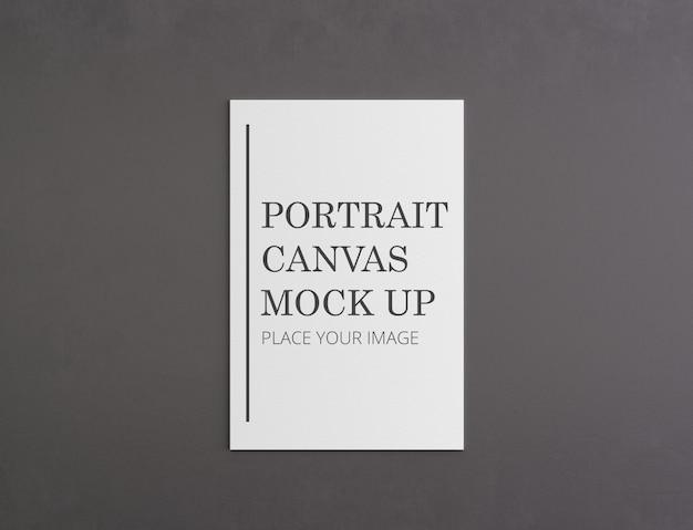 Макет портретной рамы на темной стене