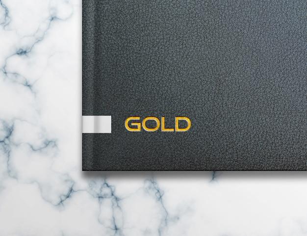 ノートに金色のエンボスロゴモックアップ